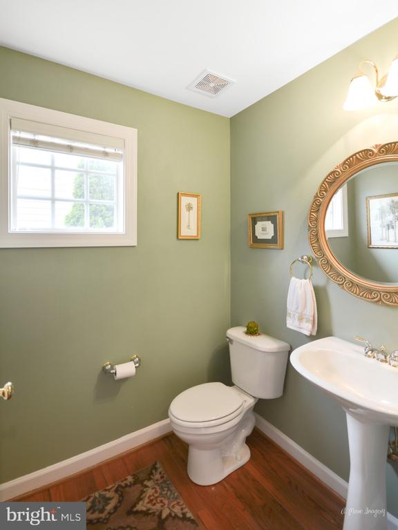 Powder Room - 409 GLENBROOK DR, MIDDLETOWN