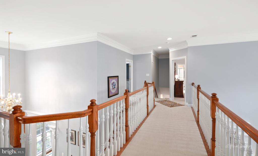 Second Level Walkway - 409 GLENBROOK DR, MIDDLETOWN