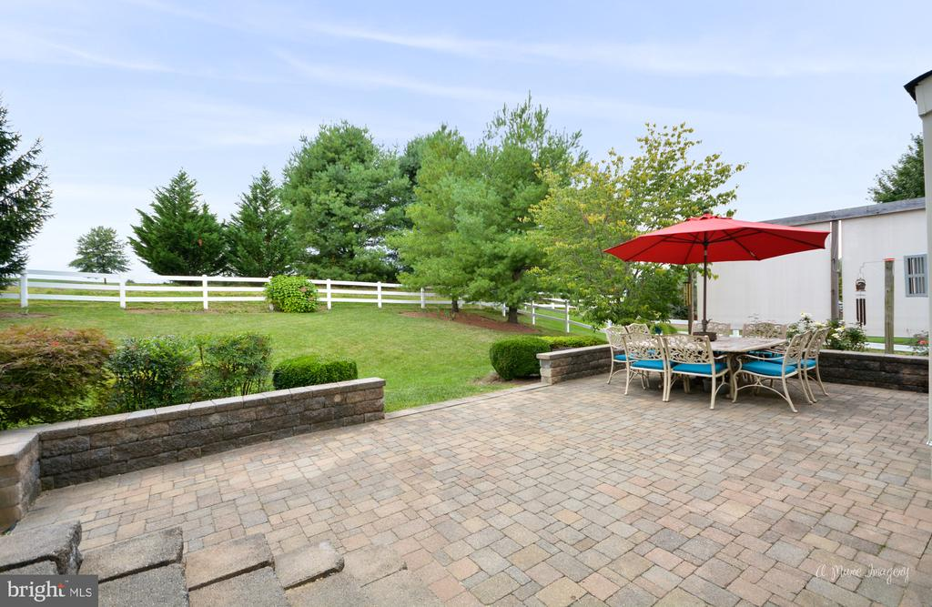 Large, Private Paver Patio - 409 GLENBROOK DR, MIDDLETOWN