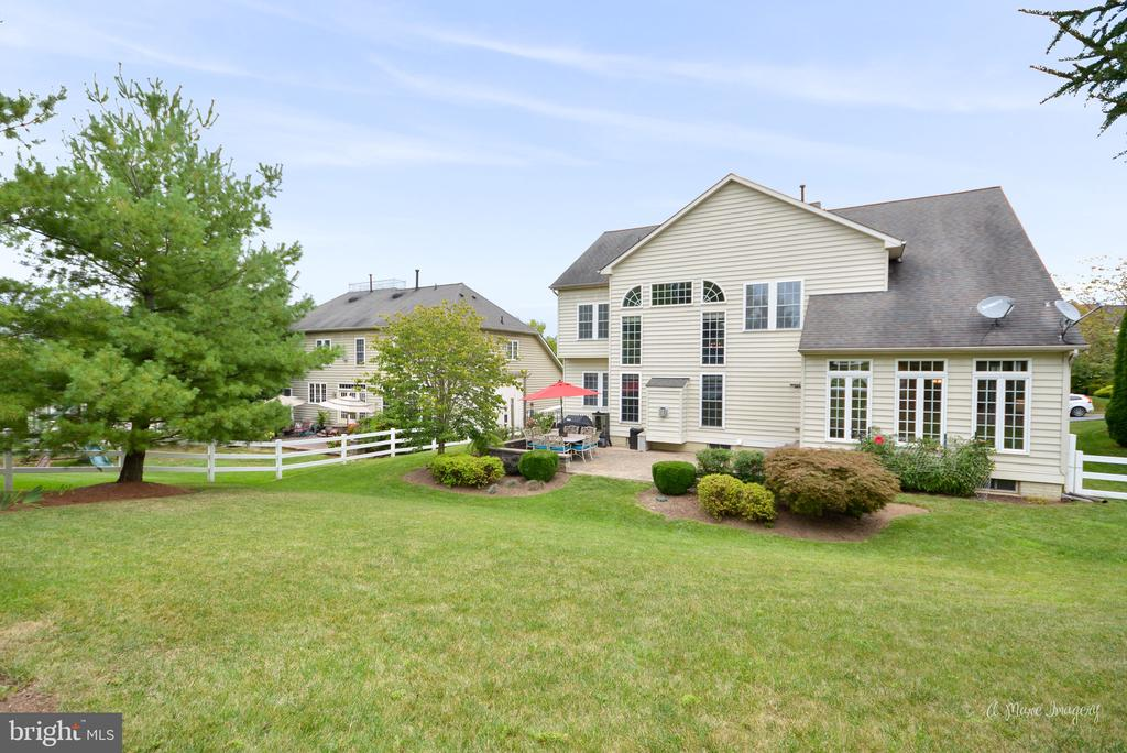 Meticulously Maintained Backyard - 409 GLENBROOK DR, MIDDLETOWN