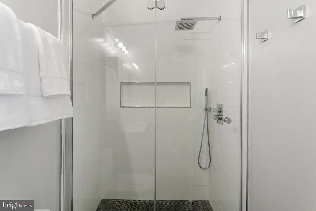 Master Bathroom Shower - 2118 FLAGLER PL NW, WASHINGTON