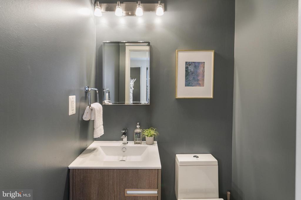 Powder Bathroom - 2118 FLAGLER PL NW, WASHINGTON
