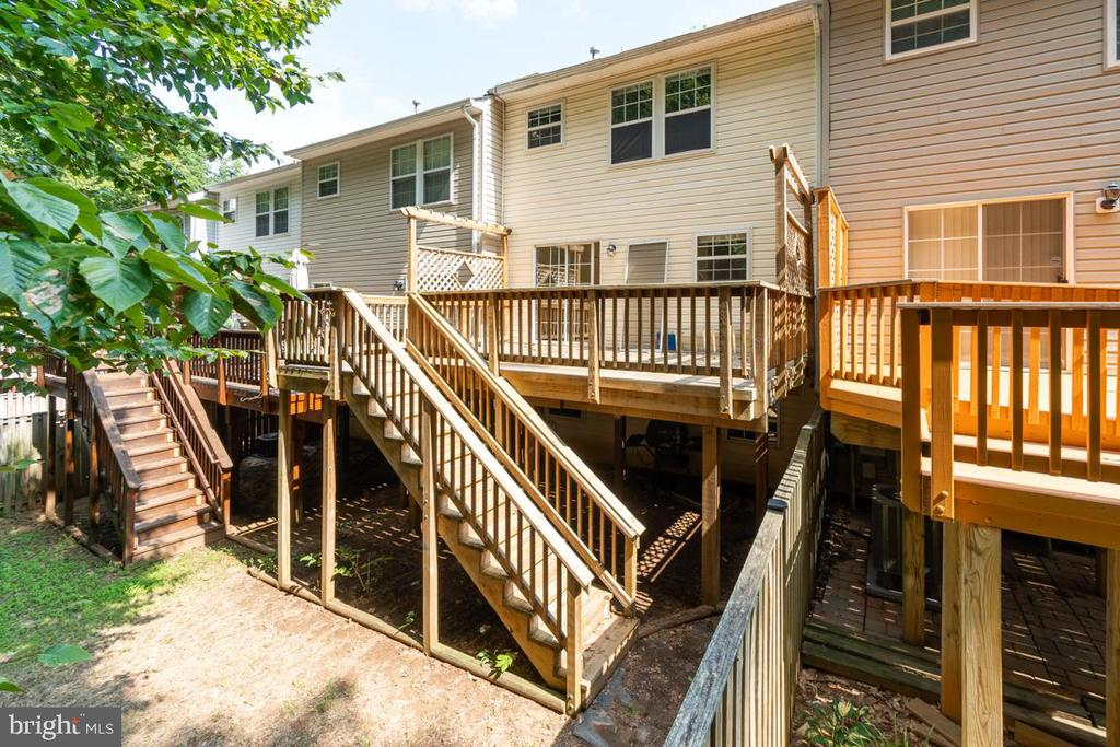 Rear deck with steps to walk down - 15048 GALAPAGOS PL, WOODBRIDGE
