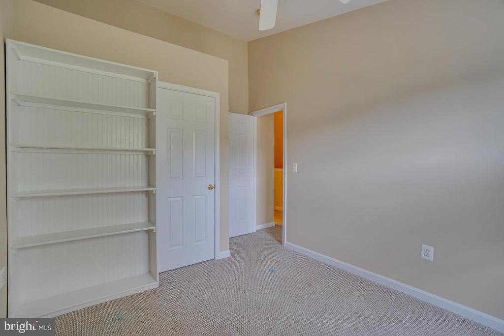 3rd bedroom with built ins - 15048 GALAPAGOS PL, WOODBRIDGE