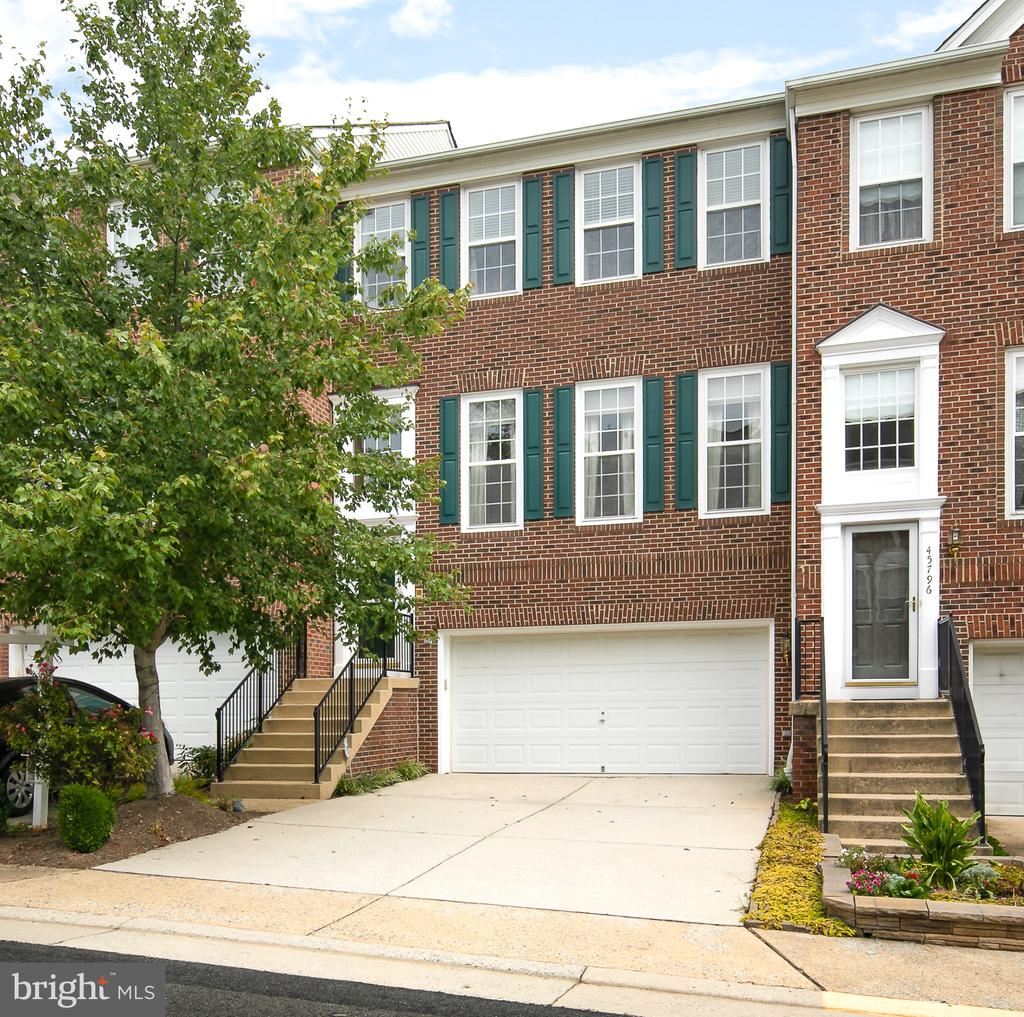Welcome to 45794 Mountain Pine Sq Luxury Townhouse - 45794 MOUNTAIN PINE SQ, STERLING