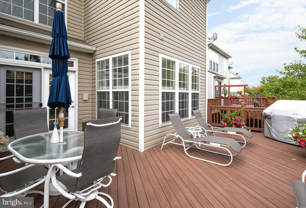 Huge deck for barbecuing, dining, and relaxing - 45794 MOUNTAIN PINE SQ, STERLING