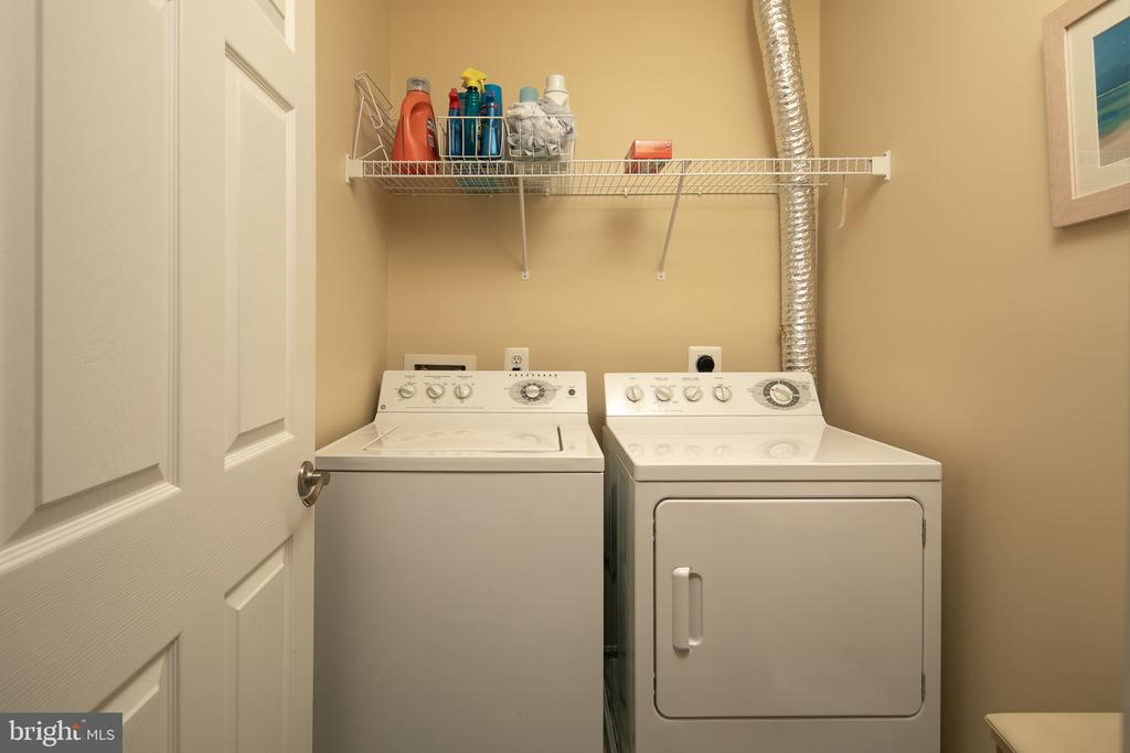Convenient upper level laundry room with a shelf - 45794 MOUNTAIN PINE SQ, STERLING