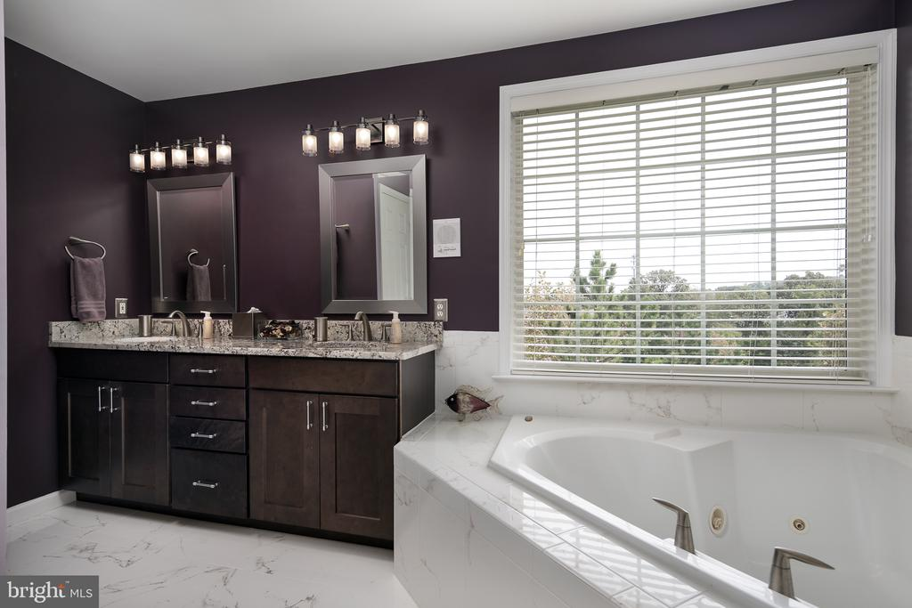 Beautifully remodeled master bathroom sparkles! - 45794 MOUNTAIN PINE SQ, STERLING