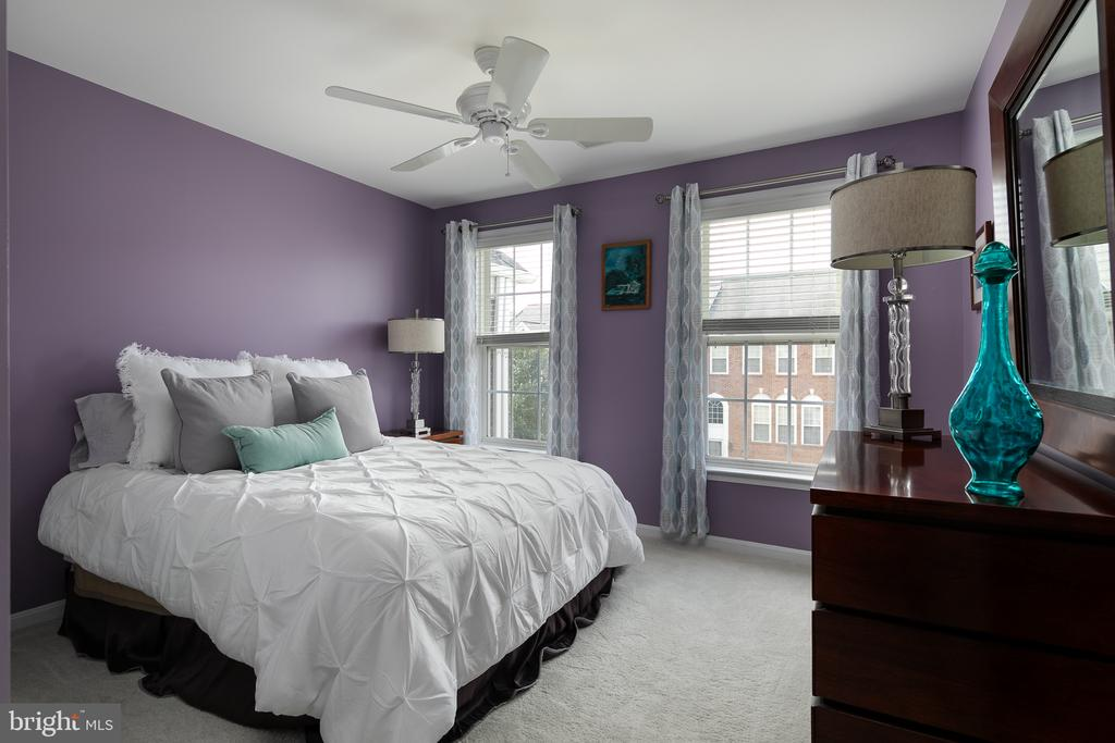 Bedroom #2 with neutral carpet and ceiling fan - 45794 MOUNTAIN PINE SQ, STERLING