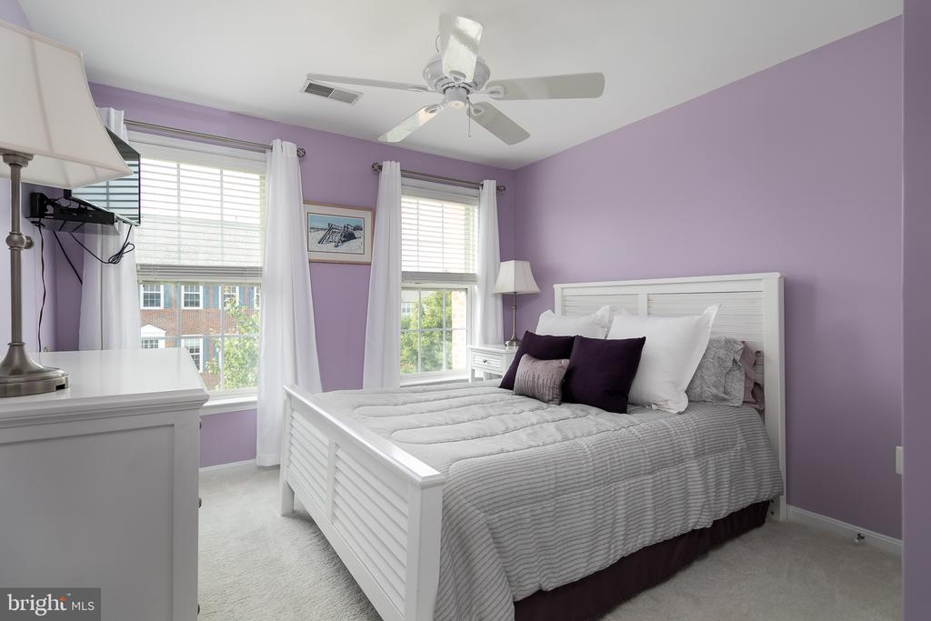 Bedroom #3 with neutral carpet and ceiling fan - 45794 MOUNTAIN PINE SQ, STERLING