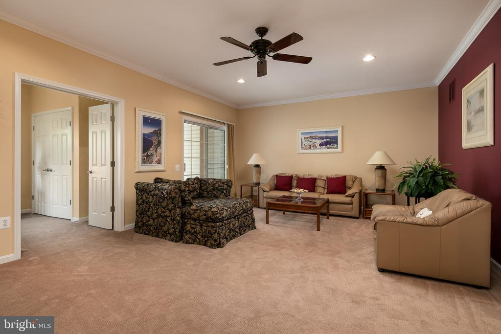 Huge family room located on walk-out lower level - 45794 MOUNTAIN PINE SQ, STERLING