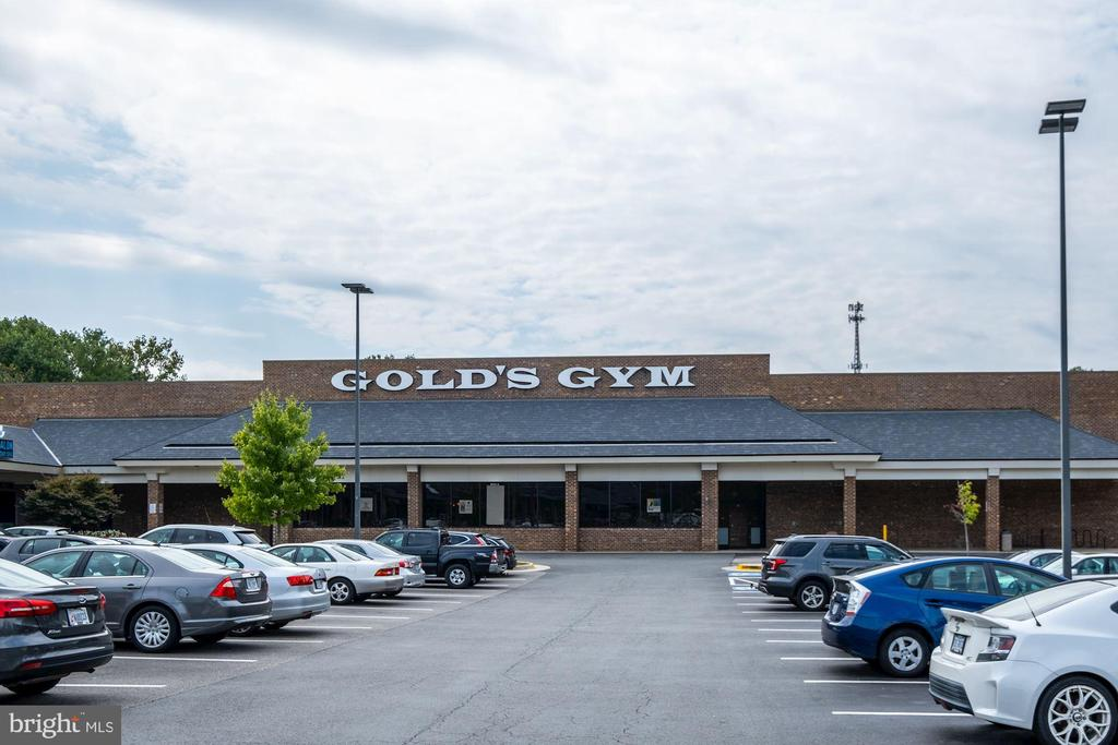 Walk to Gold's Gym - 11107 FAIRFAX STATION RD, FAIRFAX STATION