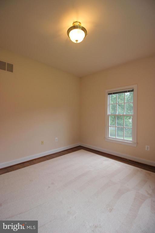 Bedroom 1 - 1056 BELLVIEW PL, MCLEAN