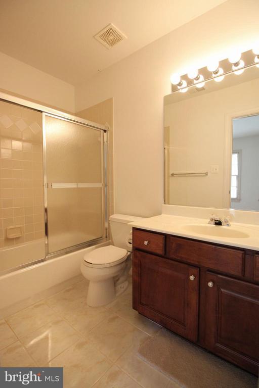 Bedroom 4 Bath - 1056 BELLVIEW PL, MCLEAN