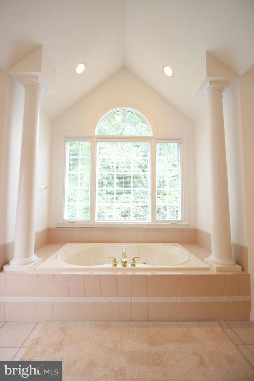 Master Bath - 1056 BELLVIEW PL, MCLEAN