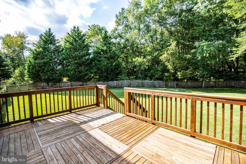 DECK VIEWING LEFT SIDE OF BACK YARD - 10109 BELLEVUE CT, FREDERICKSBURG