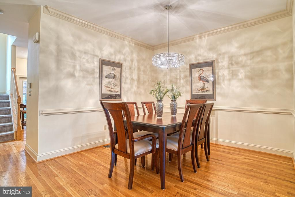 Check out the 3D tour - 1552 N COLONIAL TER, ARLINGTON