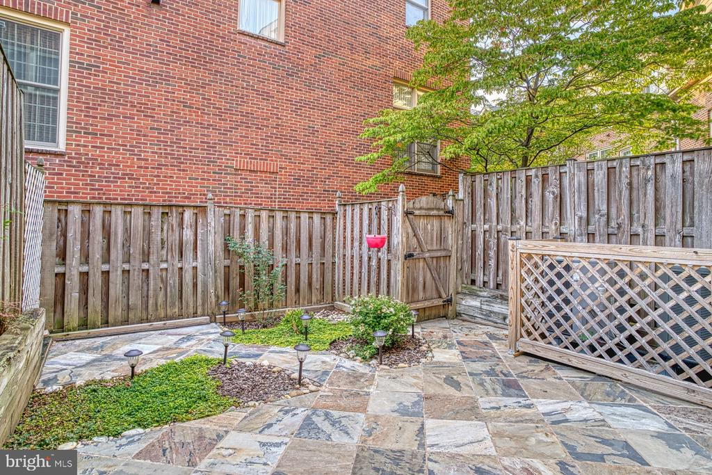 Secluded yard with slate patio - 1552 N COLONIAL TER, ARLINGTON