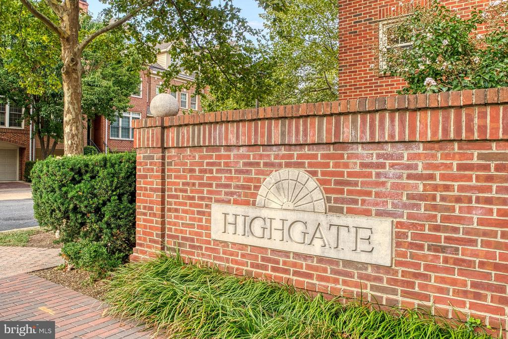 Sought-after Highgate community - 1552 N COLONIAL TER, ARLINGTON