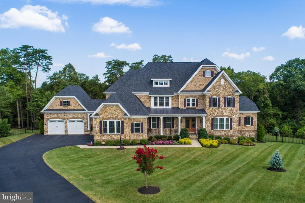 Elegant NV Homes Monticello Ii Model - 26479 BARTON PARK CT, CHANTILLY