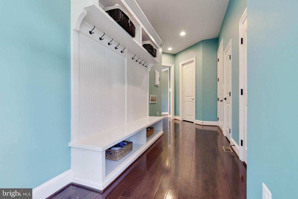 Great Mud Room with Built-in Shelving and Storage - 26479 BARTON PARK CT, CHANTILLY