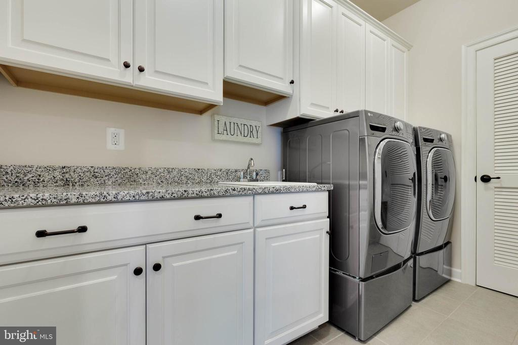Upper Level Laundry Room - 26479 BARTON PARK CT, CHANTILLY