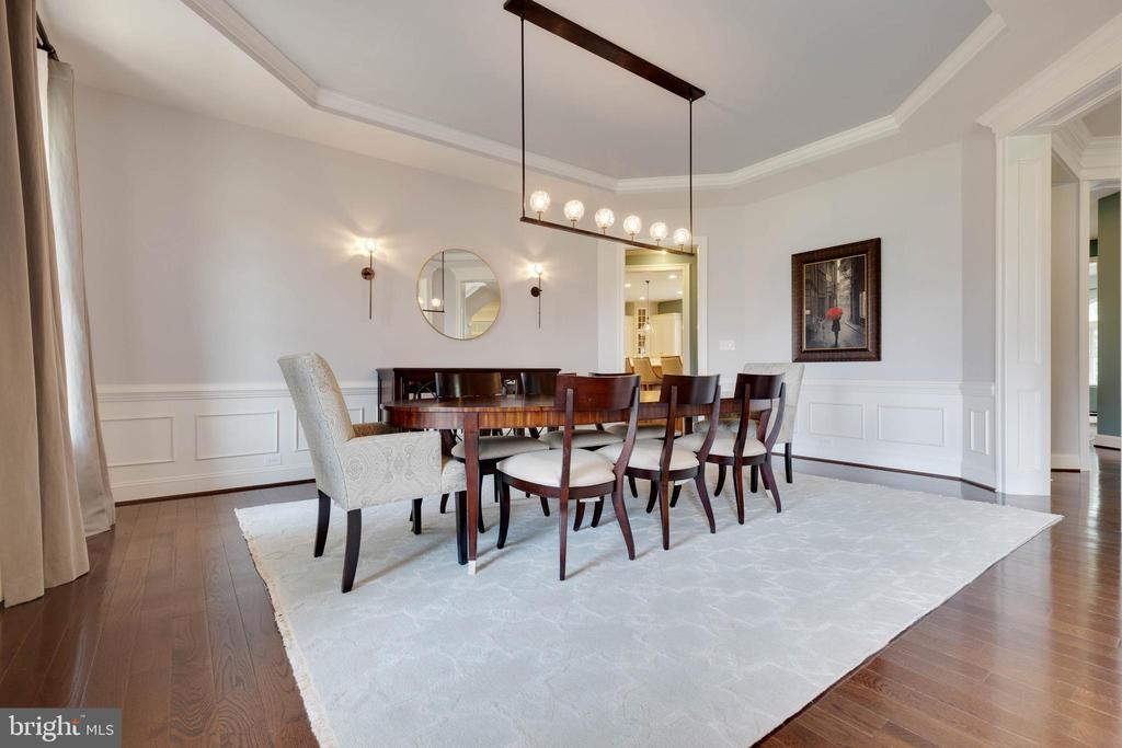 Formal Dining Room with Tray Ceiling - 26479 BARTON PARK CT, CHANTILLY
