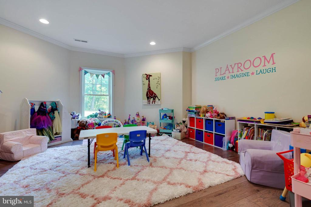 Great Kids Play Area - 26479 BARTON PARK CT, CHANTILLY