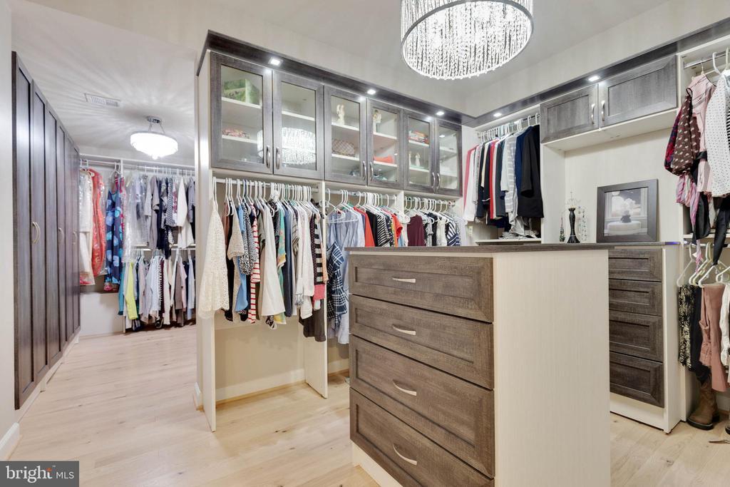 Custom Master Bedroom Closest - 26479 BARTON PARK CT, CHANTILLY