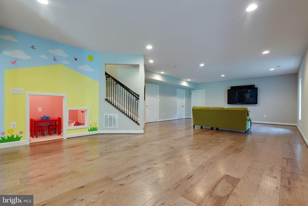 Great Built-in Kids Play Area Under the Stairs - 26479 BARTON PARK CT, CHANTILLY