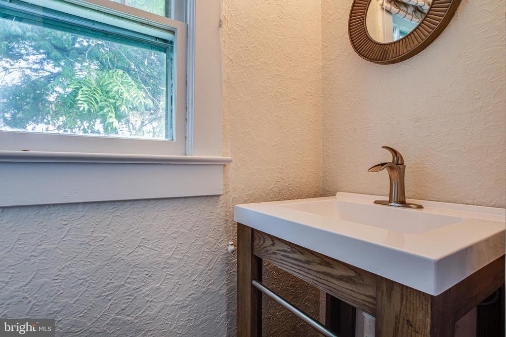 New 1/2 bath on main level - 903 BROMPTON ST, FREDERICKSBURG