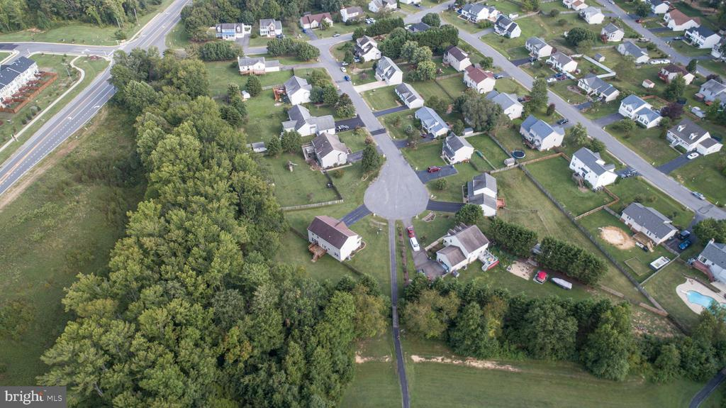 AERIAL VIEW OF HOUSE AND THE WHOLE STREET. - 10109 BELLEVUE CT, FREDERICKSBURG