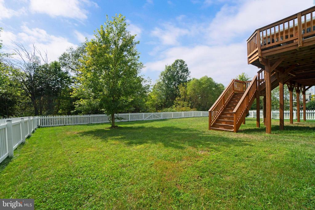 Deck stairs to rear fenced yard - 10828 HENRY ABBOTT RD, BRISTOW