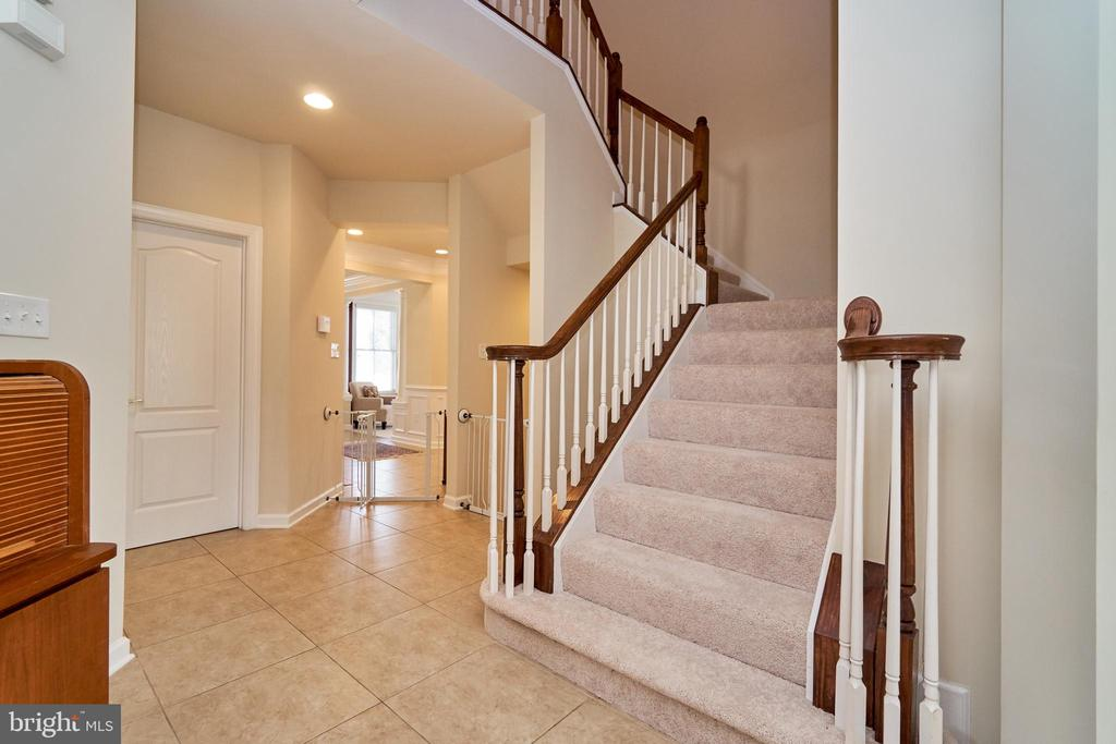 Stairs to the upper level - 10828 HENRY ABBOTT RD, BRISTOW