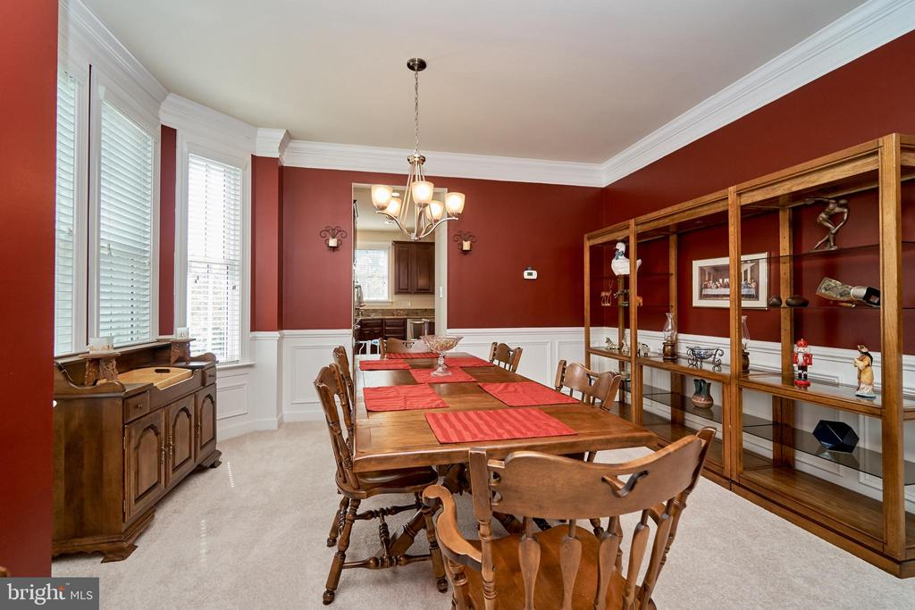 Adjoining formal dining room with crown molding - 10828 HENRY ABBOTT RD, BRISTOW