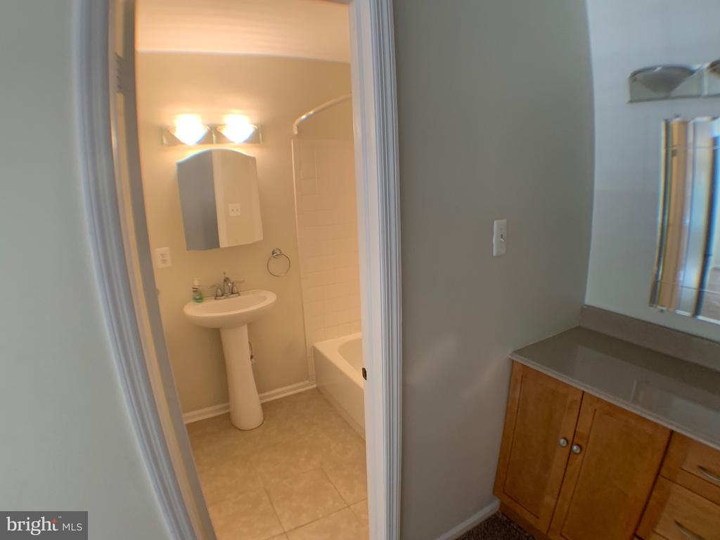 Master Bathroom - 3488 LYON PARK CT, WOODBRIDGE