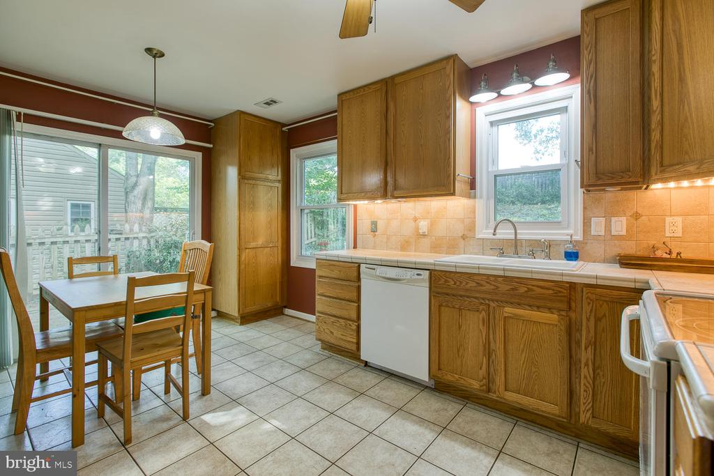 Kitchen with great storage! - 12 ROSEWOOD ST, FREDERICKSBURG