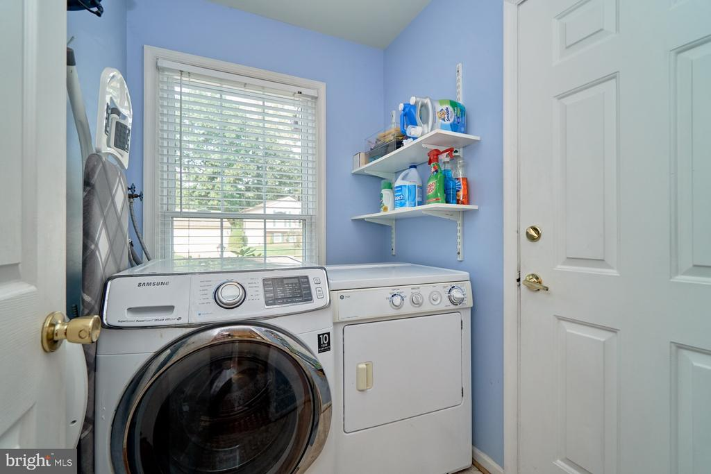 Main level laundry room - 14515 WILLIAM CARR LN, CENTREVILLE