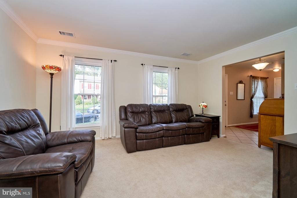 Spacious living room - 14515 WILLIAM CARR LN, CENTREVILLE