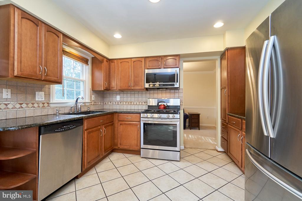 Stainless steel appliances and granite counters - 14515 WILLIAM CARR LN, CENTREVILLE
