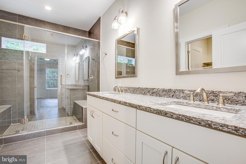 Master Bathroom - 210 FAIRFAX LN, LOCUST GROVE