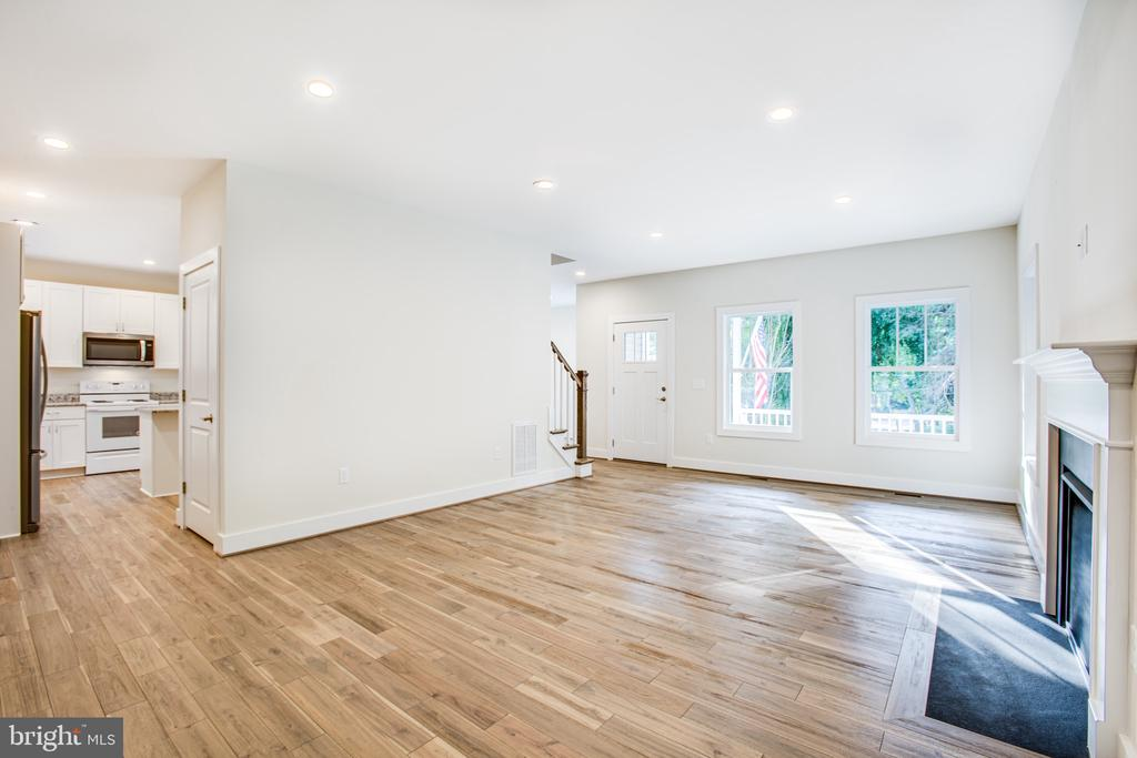 Living Room - 210 FAIRFAX LN, LOCUST GROVE