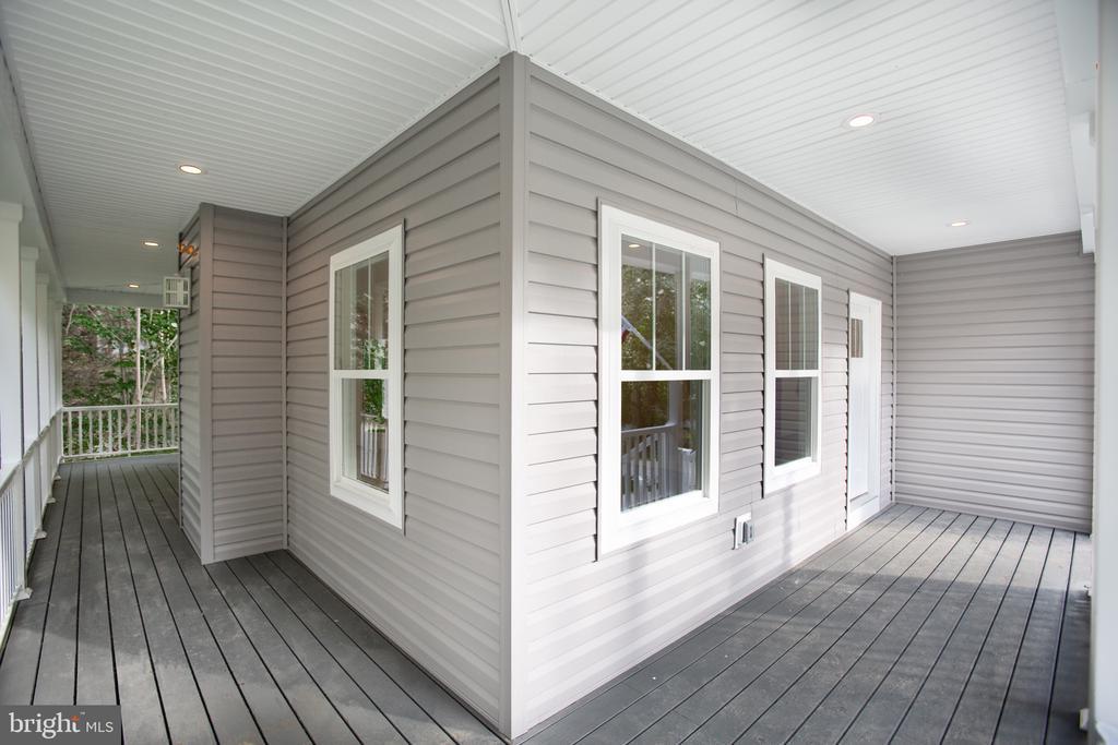 wrap around porch with composite decking - 210 FAIRFAX LN, LOCUST GROVE
