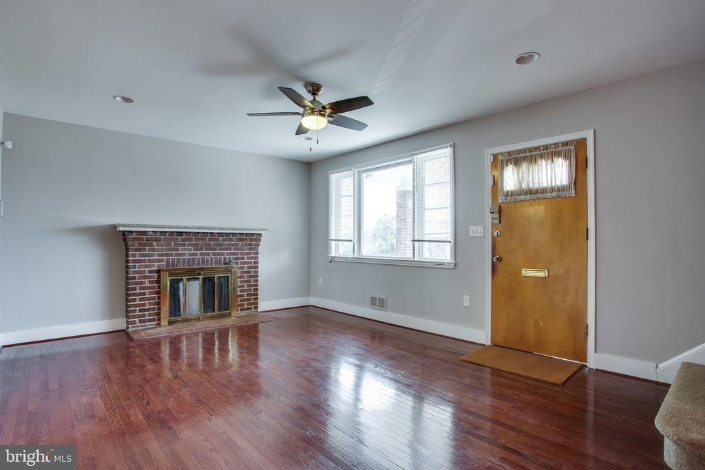 - 206 PEABODY ST NE, WASHINGTON