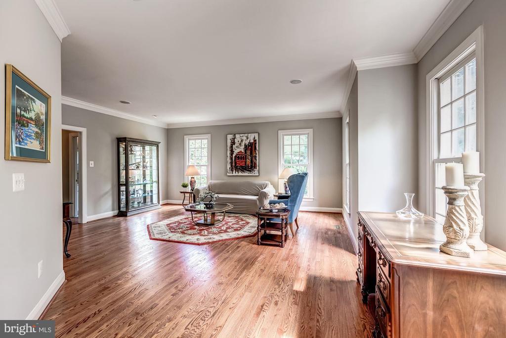 Hardwood Floors & Lots of Light - 43546 FIRESTONE PL, LEESBURG