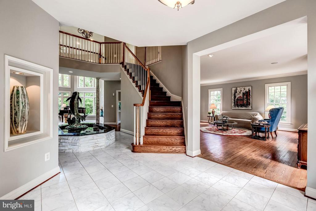 Open Foyer with Fountain - 43546 FIRESTONE PL, LEESBURG