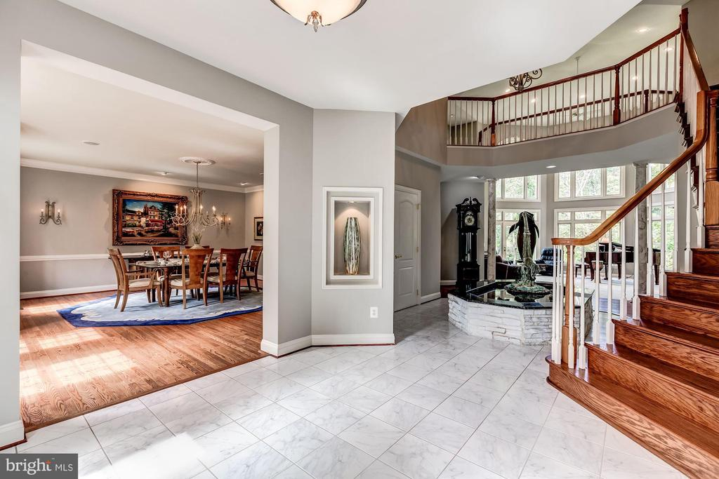 Foyer opens to Dining Room - 43546 FIRESTONE PL, LEESBURG