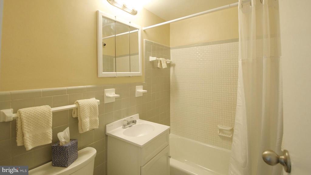 Bathroom - 10201 GROSVENOR PL #818, NORTH BETHESDA