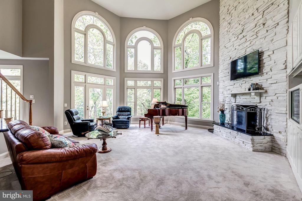 Octagonal Family Room - 43546 FIRESTONE PL, LEESBURG