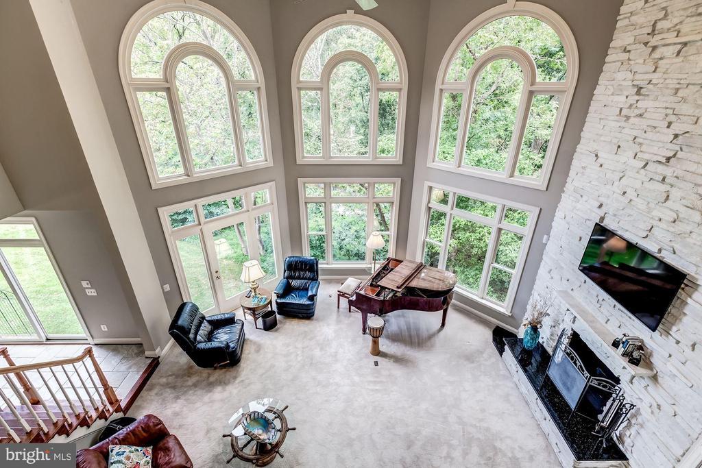 2 Story Family Room - 43546 FIRESTONE PL, LEESBURG